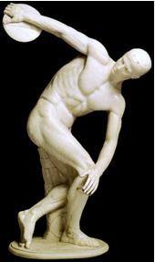 Estátua de homem arremessando disco da Grécia Antiga