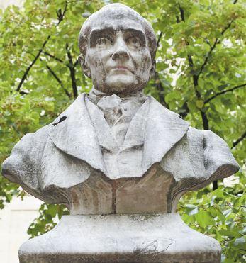 Estátua com o busto de Auguste Comte