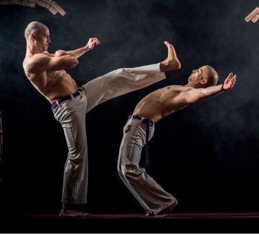 Movimento da capoeira.
