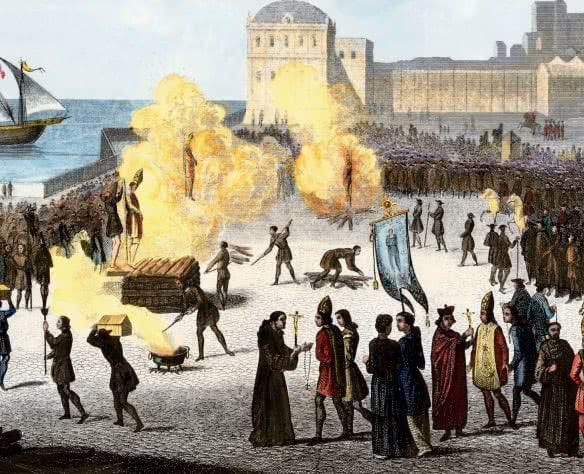 Quadro com pessoas sendo queimadas em fogueiras da Inquisição.