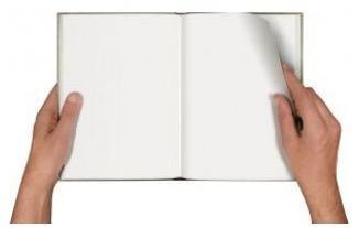 Mãos segurando papel em branco