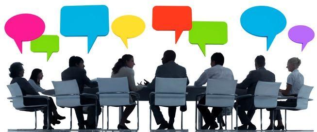 Grupo de pessoas realizando um seminário