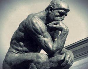 Estátua de um pensador de Rodin.