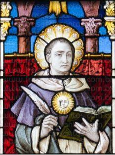 Filósofo Tomás de Aquino sendo retratado em um vitral.
