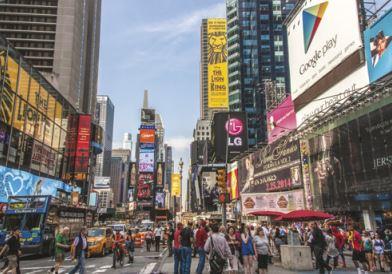 Fotografia da Time Square, em Nova Iorque. Um grande exemplo de poluição visual.