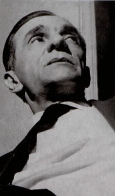 Fotografia em preto e branco de João Cabral de Melo Neto.