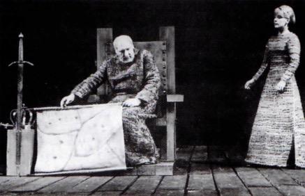 Cena teatral da peça Rei Lear.