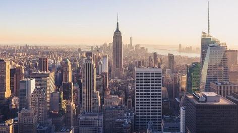 Foto do centro da cidade de Nova Iorque e seus grandes arranha-céus.