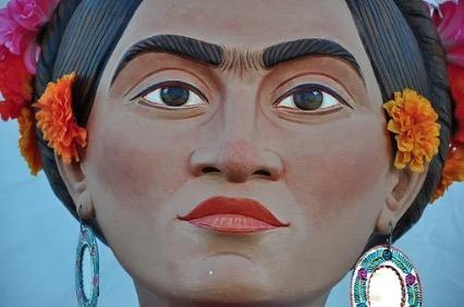 Boneco retratando Frida.