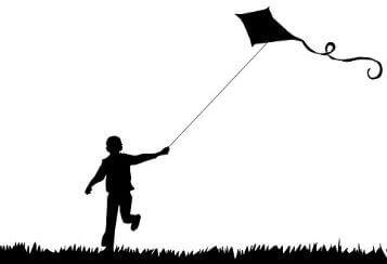 Figura de um menino soltando pipa.