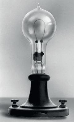 Primeira lâmpada da história da eletricidade.