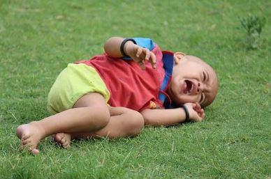 Criança chorando.