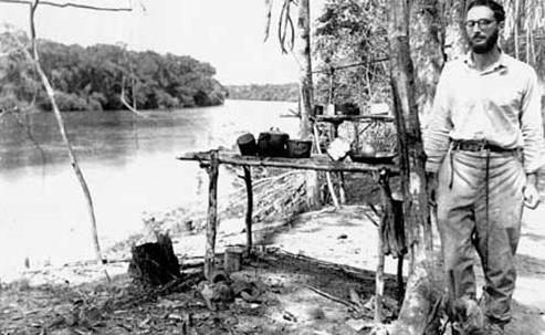 Fotografia de Lévi-Strauss feita na Amazônia.