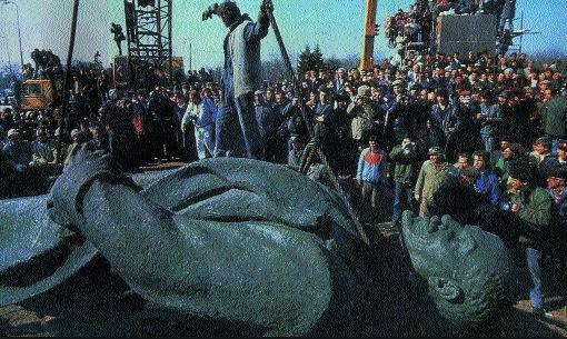Derrubada da estátua de Lênin
