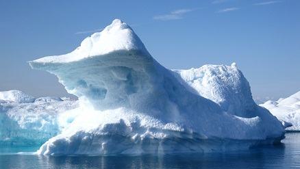 Iceberg se formando no polo norte