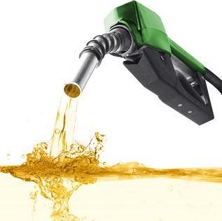 Mangueira de posto com óleo diesel
