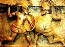 Relevo do período clássico mostrando soldados gregos em combate