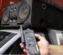 Decibelímetro usado para medir a poluição sonora