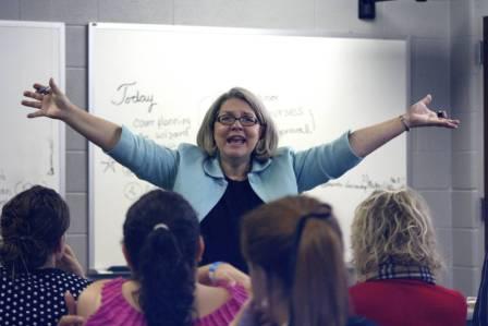 Professora em uma sala de aula