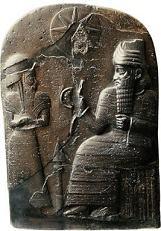 Escultura na pedra com Hamurabi