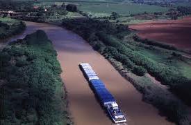 Meio de transporte fluvial
